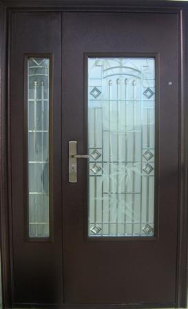 наружная металлическая дверь с остеклением